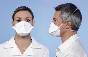 Mund Nasen Schutz bei Benzinmotoren