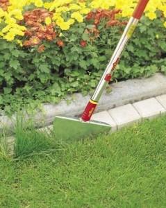 Rasenkantenstecher im Einsatz